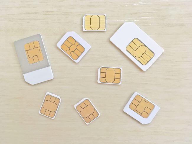 数種類のSIMカード画像