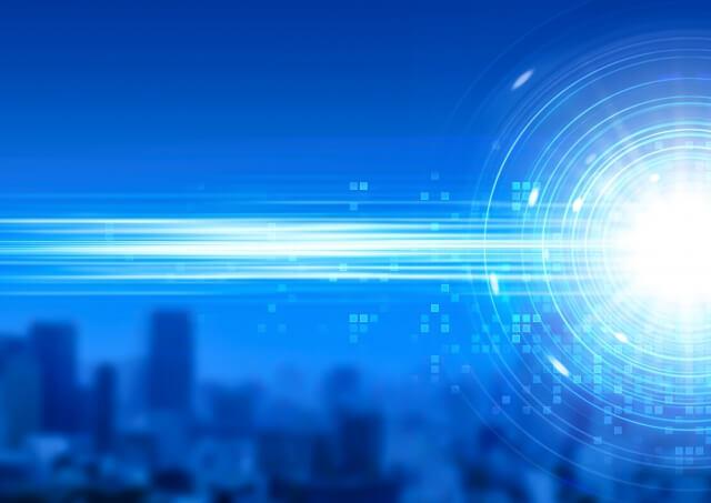 青色のビル街を高速移動した光のグラフィック画像